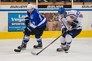 Utkání 8. kola 2. ligy ledního hokeje skupiny Západ se odehrálo 7. října na zimním stadionu v Jablonci nad Nisou. Utkaly se týmy HC Vlci Jablonec nad Nisou a HC Řistuy. Na snímku vlevo je Tomáš Čechura.