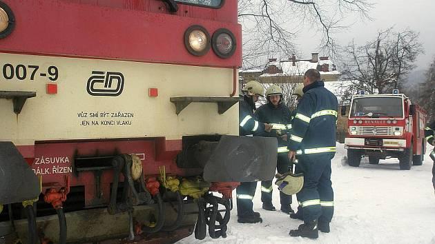 Frekventovanou železniční trať mezi Jabloncem nad Nisou a Smržovkou uzavřela v neděli 14. března kolem 13:30 srážka osobního vlaku s automobilem na přejezdu v Lučanech nad Nisou. Nikdo nebyl zraněn.
