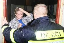 Ve Višňové – Horní Vísce odjeli hasiči verdikt o evakuaci sdělit příslušným lidem, aby se připravili na 19,30 hodin, kdy pro ně přijede nákladní vůz Hand for Help. Obec jim, jako před třemi týdny nabídla nocleh v místní tělocvičně.