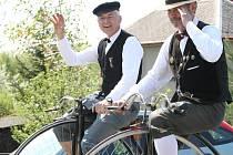 Po osmé se v obci Všeň nedaleko Turnova sjeli vyznavači historických velocipédů a současných jízdních kol.