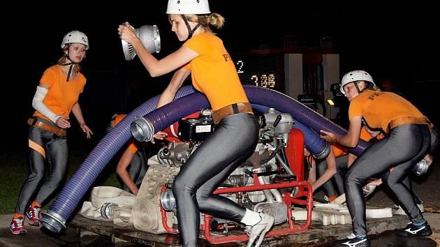 Noční soutěž hasičů v Huti