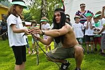 Dvě stě padesát dětí z mateřských škol z Libereckého kraje se 9. června sjelo do žluté plovárny v Malé Skále. Barevný den, který se konal v rámci projektu Multikulturní výchova,  je určený pro děti, které formou her a seznamuje s kontinenty a odlišnostmi.
