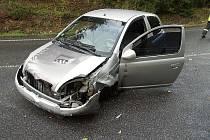 Průjezd pravotočivé zatáčky na silnici vedoucí z Tanvaldu do Železného Brodu nezvládla žena z Prahy s vozidlem Toyota Yaris.