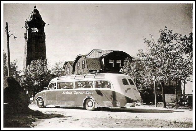Autobus s německými turisty na Černé Studnici