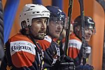 Hráči FK Jablonec si zahráli hokej. V popředí Petr Jiráček