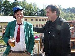 Postavička Rudy Pivrnce (vlevo - vpravo Petr Urban) už není jen kreslená. Téma lze uchopit i při tvorbě karnevalového obleku.