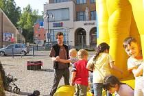 Skákací hrad lákal děti.