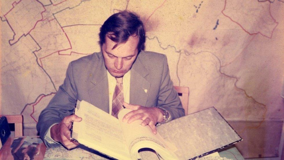 René Matoušek po roce 1989 při práci v Občanské prověrkové komisi.