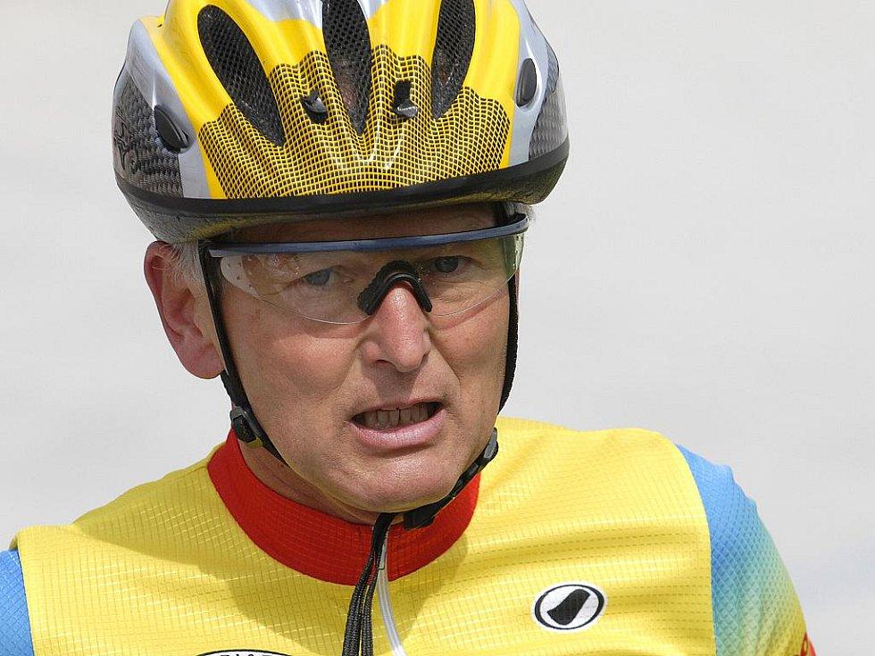 Profesor Jan Pirk, kardiochirurg a zapálený sportovec. Snímek z Mistrovství světa lékařů - cyklistů.