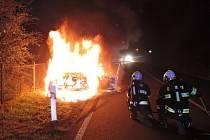 Požár auta v Proseči