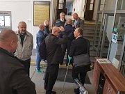 Krajský soud v Praze zprostil obžaloby Pavla Šrytra a Jána Kaca, protože se podle něj neprokázalo, že skutek spáchali.