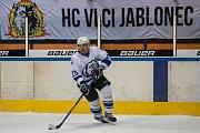 Zápas 40. kola 2. ligy ledního hokeje skupiny Západ se odehrálo 14. února na zimním stadionu v Jablonci nad Nisou. Utkaly se týmy HC Vlci Jablonec nad Nisou a HC Děčín. Na snímku je Jiří Peřina.