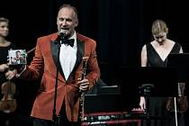 Hobojista Vilém Veverka koncertoval v Městském divadle v Jablonci nad Nisou. Pokřtil tu i své nové album.