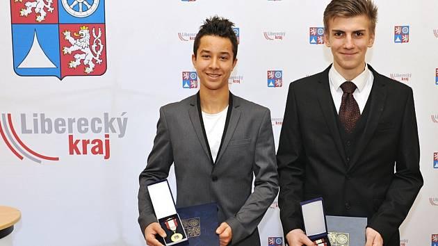 Matěj Hulík a Martin Bartoš s medailí IZS I. stupně