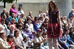 Prodejní a prezentační výstava Křehká krása 2016, jejíž 5. ročník začal ve čtvrtek v Jablonci, představí poslední kolekce 45 vystavovatelů a nabídne návštěvníkům sklářské a bižuterní zboží. Nechybí módní přehlídka Made in Jablonec 2016.