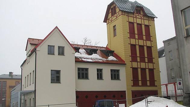 Opravená budova bývalé hasičské zbrojnice v Jablonci