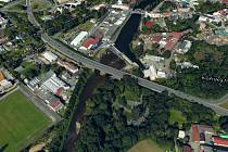 Oprava vytíženého mostu na silnici I/35 v Turnově se nestihne v termínu.