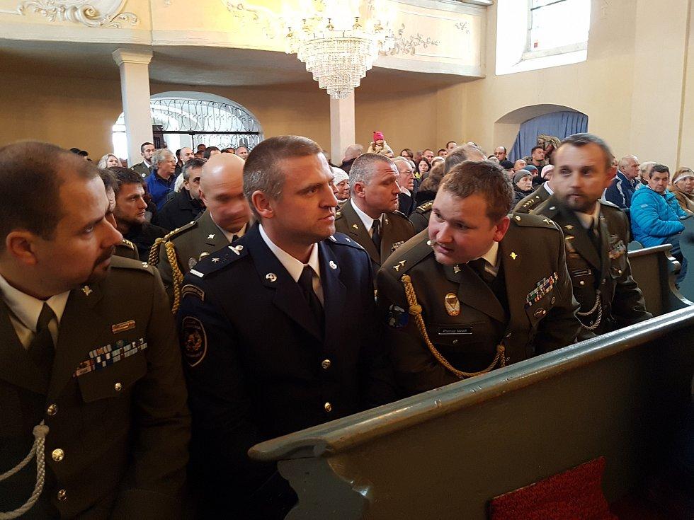 Pohřeb českého válečného veterána Jaroslava Mevalda, který zemřel 10. listopadu ve věku 39 let, proběhl 22. listopadu v kostele sv. Františka z Pauly v Albrechticích v Jizerských horách.