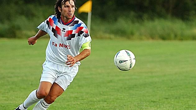 Pilířem obrany Pěnčína je nestárnoucí exligový fotbalista Roman Skuhravý, který svojí zkušeností výrazně přispěl k výkonnům týmu trenéra Pavla Šafáře.