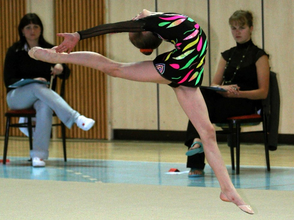 Sokol Jablonec SCM a Tělovýchovná jednota Bižuterie oddíl moderní gymnastiky pořádaly v Městské sportovní hale v Jablonci druhé kolo oblastní ligy v moderní gymnastice. Lebečková Kateřina Chomutov