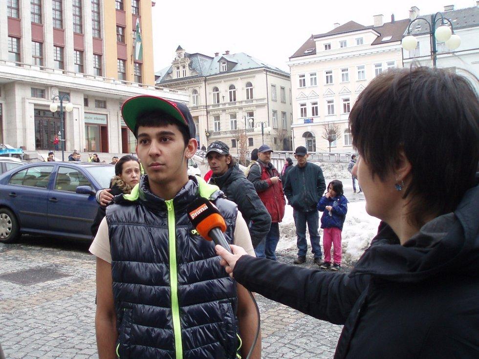 Policejní vyšetřování v Jablonci nad Nisou. Do Komenského ulice přijeli kriminalisté, v bytě našli mrtvou ženu a jejího postiženého syna.