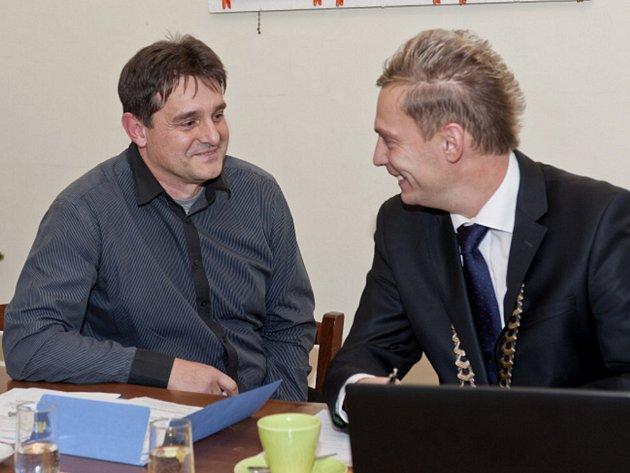 Starosta Desné Jaroslav Kořínek (vlevo) a náměstek hejtmana Marek Pieter (vpravo).