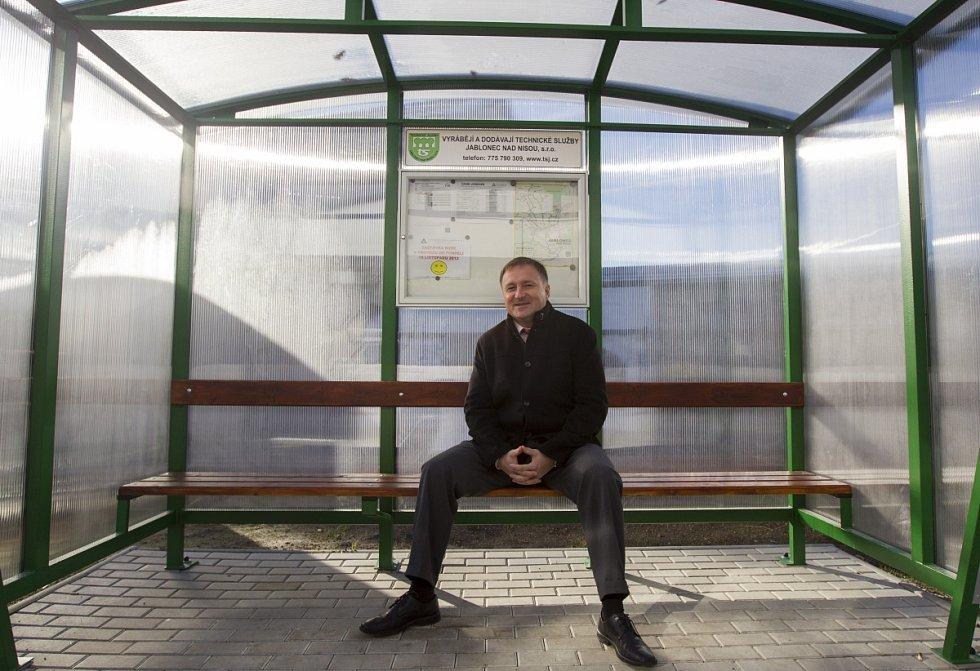 Otevření otočky autobusů u vlakového nádraží Jablonec n. N. Primátor Petr Beitl