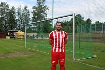 Hrajícímu manažer FK Jablonec B Adam Pelta rád sleduje hru týmu. Naskočí do zápasu, ale líbí se mu i post funkcionáře.