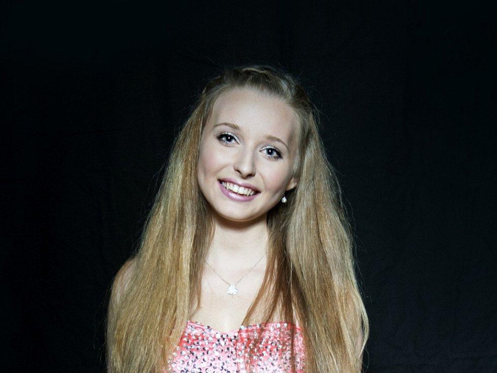SAMANTA KORSELTOVÁ 16 LET. Soutěžící dívka č. 18 studuje Gymnázium Dr. Randy.