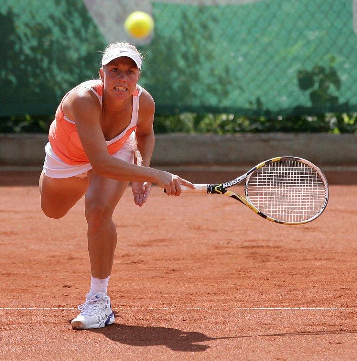 Mezinárodní tenisový turnaj žen Jablonec Open 2012 pokračoval v pátek čtvrtfinálovými zápasy dvouhry a semifinále čtyřhry. Na snímku Kateřina Kramperová z České republiky.