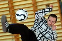 V sokolovně v Lučanech nad Nisou se konal tradiční nohejbalový turnaj trojic Ušák cup 2009. Vítězný tým dostal živého králíka a toho si stejně jako v loňském roce odvezl Liaz Jablonec ve složená Drahoňovský, Kubík, Horčička.