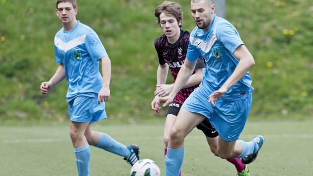 Fotbalisté Desné doma odehráli dobré utkání, ale s Českou Lípou (v tmavém) prohráli 3:2.