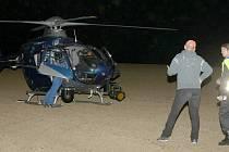V možná nejdražší zásah kvůli zřícené hračce se vyklube noční akce, při níž asistovalo na 60 lidí ze složek policie a hasičů za asistence vrtulníku s termovizí a mnoha dobrovolníků.