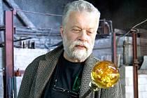 Ak. soch. Oldřich Plíva, jablonecký sklářský výtvarník a pedagog.