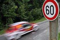 Automobilové závody, rally. Ilustrační snímek.