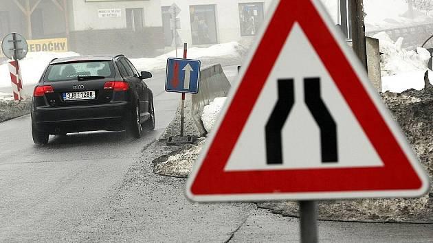 Silnice 1/14 z Jablonce nad Nisou do Tanvaldu prošla v loňském roce rekonstrukcí jen v některých úsecích. V roce 2010 budou práce na úpravách v tomto úseku pokračovat.
