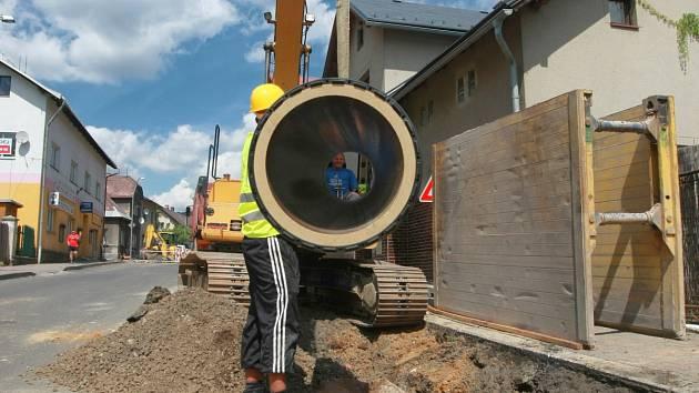 Ilustrační snímek ze stavby kanalizace.