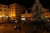 Začal advent - vánoční strom v Jablonci n. N.