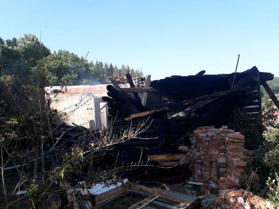 Hasiče zaměstnalo několik požárů. V Jablonci nad Jizerou hořela chalupa