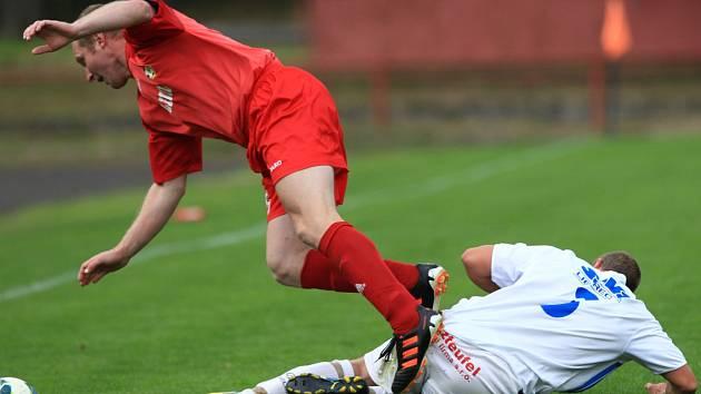 Velké Hamry poprvé v sezoně nezvítězily. S Cvikovem (v červeném) hrály 1:1.