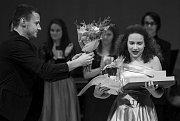 VIII. ROČNÍK soutěže Hvězdy nad Ještědem. Účastnilo se dvaadvacet zpěváků ve třech věkových kategoriích. Absolutní vítězkou se stala Michaela Mervartová (na snímku s číslem 11)