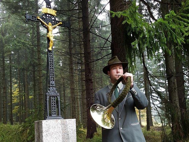 Gahlerův kříž byl součástí lesní cesty Bedřichovská už vroce 1843.Vminulosti jej však stavebníci při rozšiřování lesní komunikace odstranili. Dnes opět stojí na místě a vpátek jej kaplan Petr Šabaka znovu vysvětil.