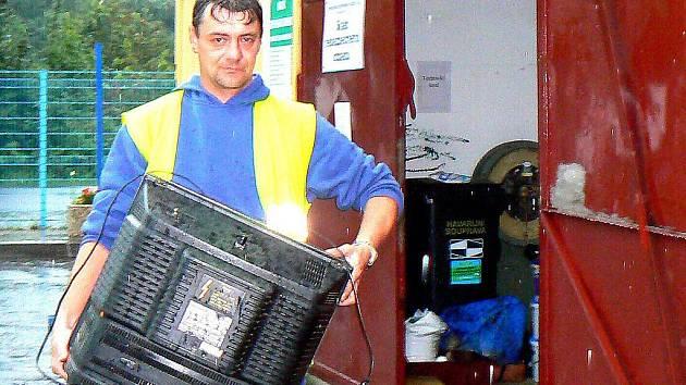 V sobotu 7. srpna zkušebně otevřeli sběrný dvůr ve Smetanově ulici v Jablonci. Lidé mohou nově odevzdávat i pneumatiky a velkoobjemový odpad.