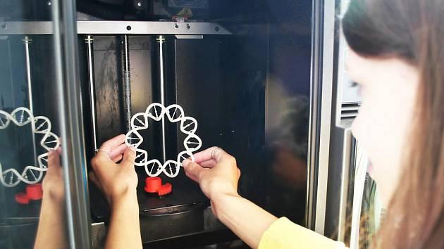 Práce s 3D tiskárnou.