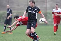 Rezerva Železného Brodu (v červeném) vyhrála v Lučanech přesvědčivě 4:0.