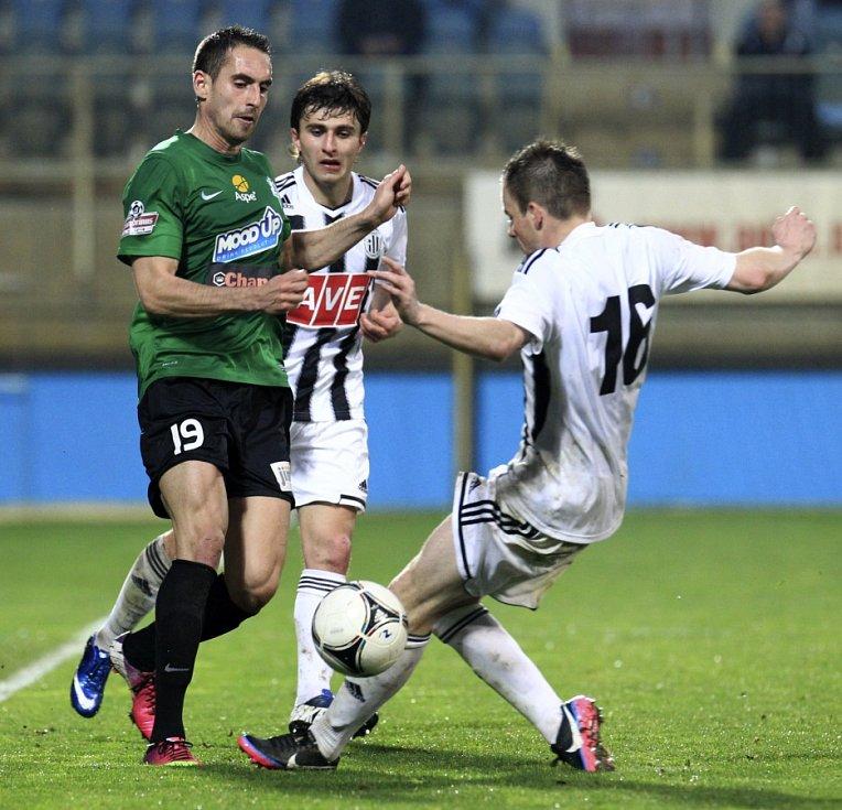 Fotbalisté Jablonce nedokázali porazit poslední tým tabulky České Budějovice. Domácí vyhráli 2:1.