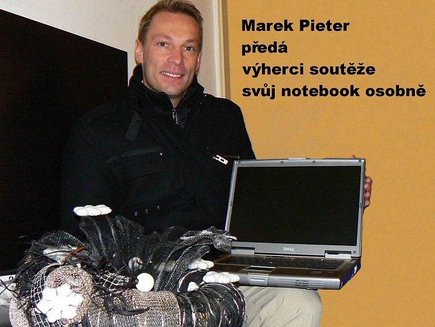Marek Pieter věnoval do vánoční soutěže pro neziskové organizace svůj notebook.