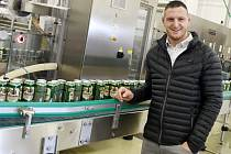V pivovaru Svijany pokřtil novou linku na plechovkové nepasterované pivo hejtman Libereckého kraje Martin Půta a olympijský vítěz a mistr světa v judu Lukáš Krpálek.