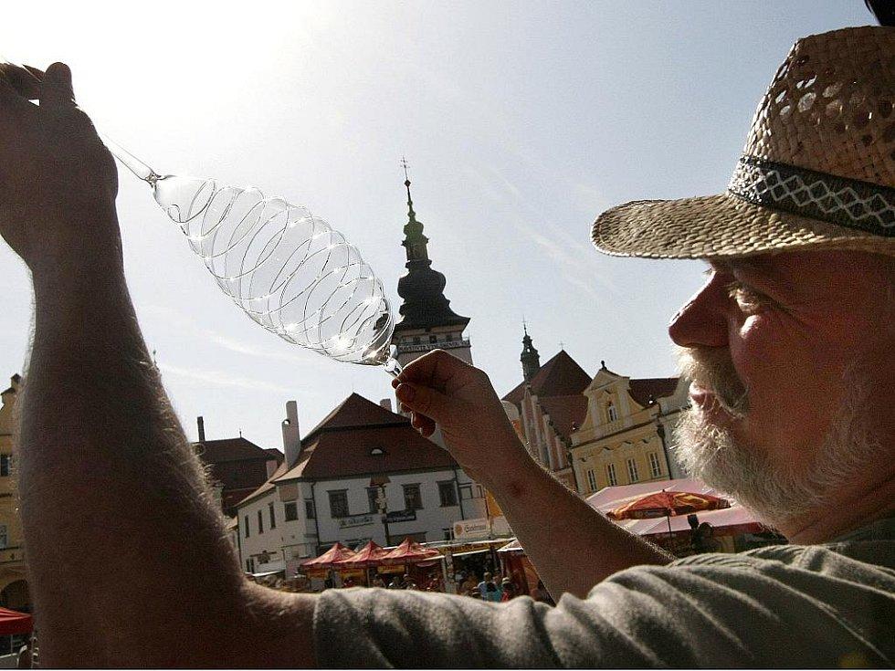 20. ročník festivalu rekordů a kuriozit v Pelhřimově. Skleněná pružina, která péruje.