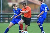 Fotbalisté Plavů porazili v sobotu Ruprechtice (v modrém) 2:1.